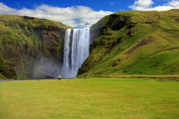 700px-Водопад_в_Исландии